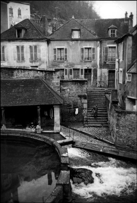 © Henri Cartier-Bresson/Magnum Photos FRANCE. Burgundy region. Yonne. Tonnerre. 1969.