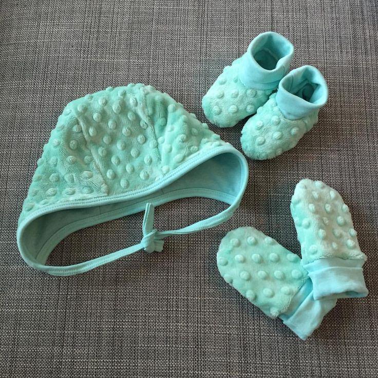 """0 gilla-markeringar, 1 kommentarer - Emmy's Garderob (@emmys_garderob) på Instagram: """"Vantar, mössa och tossor till höst och vinter ❄️💙#babygloves #babyhat #babyclothes #babyshoes…"""""""