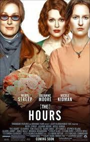 Las horas. Toda la historia tiene lugar en el transcurso de un mismo día; trata sobre tres mujeres en diferentes épocas y generaciones, cuyas vidas se conectan a través de la novela de Virginia Woolf Mrs. Dalloway. Nicole Kidman encarna a Virginia Woolf en 1923, mientras escribía Mrs. Dalloway, Julianne Moore es una esposa infeliz que lee el libro en el año 1951, y Meryl Streep interpreta a una Mrs. Dalloway moderna que cuida de un amigo escritor en etapas avanzadas del sida.