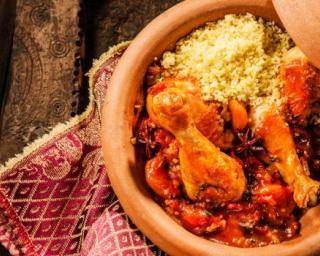 Semoule et tajine de poulet aux tomates et au miel : http://www.fourchette-et-bikini.fr/recettes/recettes-minceur/semoule-et-tajine-de-poulet-aux-tomates-et-au-miel.html