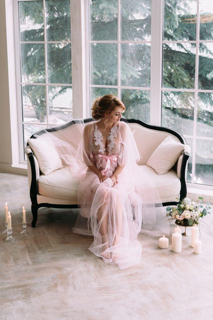 Каждая девушка мечтает о том волшебном мгновении, когда она проснется и поймет, что сегодня — день ее свадьбы! Утро невесты — это невероятная атмосфера ожидания, волнения и чувственности — точь-в-точь, как в сегодняшней вдохновляющей съемке. Кто из вас, милые невесты, откажется провести начало дня в окружении цветов и сладостей, надеть невесомый, словно сотканный из воздуха...
