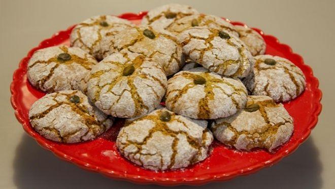 Pistacheghoriba - recept | 24Kitchen 17 aug 2013  laatste koekje bij de thee gegeten. Makkelijk recept en overheerlijk.