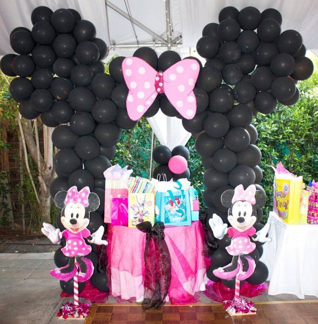 Balloon Backdrop at a Mickey Mouse Party (NO bow and switch the