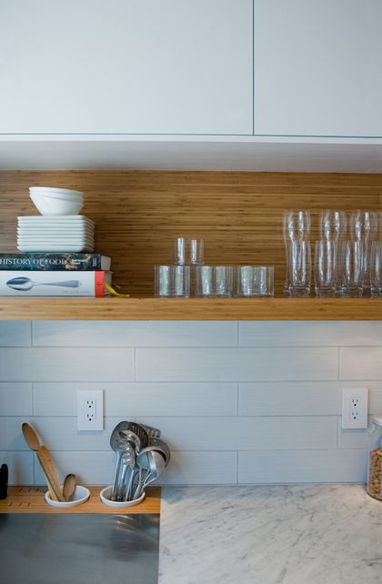open shelf below cabinets: Kitchens Shelves, Kitchens Design, Open Shelves, Countertops, Subway Tile, Wooden Shelves, Kitchens Idea, Bamboo Shelf, Stainless Steel