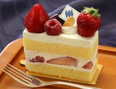 【お土産】ホテルメイドの苺のショートケーキ♪