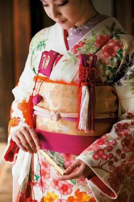 its so amazing how beautiful the kimonos are