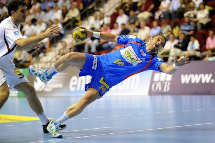 Hamburg handball player Bertrand Guille (R) in action during the EHF Champions League Semi Final second leg match between BM Ciudad Real and HSV Hamburg at the Quijote Arena hall on April 2, 2009 in Ciudad Real, Spain. (Photo by Samuel Aranda/Getty Images) * Local Caption * Bertrand Guille