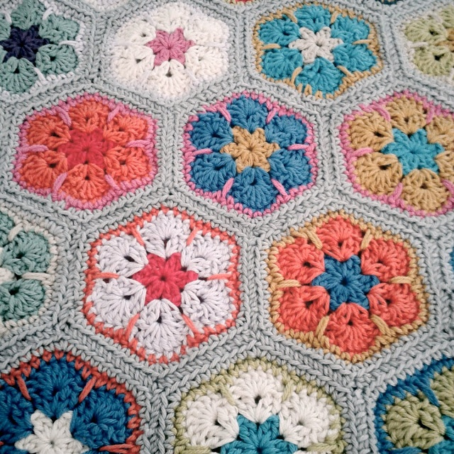 THIS IS AMAZING!!!!!!!!!!!!!!! Crochet African Flower - Tutorial ❥ 4U //diy crafternoon crochet floral rug