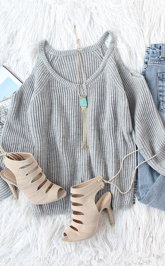Cozy Christmas fashion-Grey cold shoulder raglan sleeve sweater outfit.