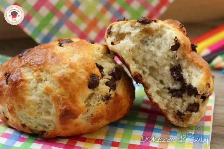 I panini al cioccolato sono golosi e velocissimi senza lievitazione ottimi per la colazione e merenda di tutta la famiglia.