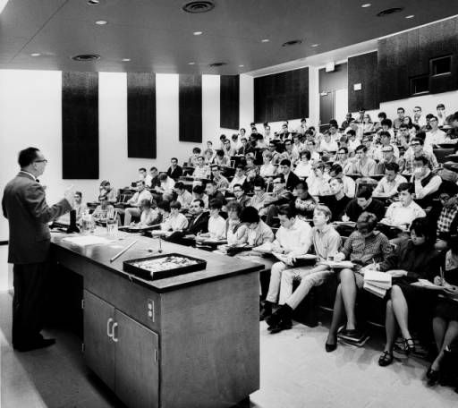 Modern classroom, USC, [s.d.] :: University of Southern California History Collection