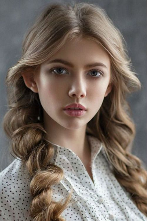 Magnificent Rolled Braided Long Hairstyles 2019 for Teenage Girls to Consider This Year