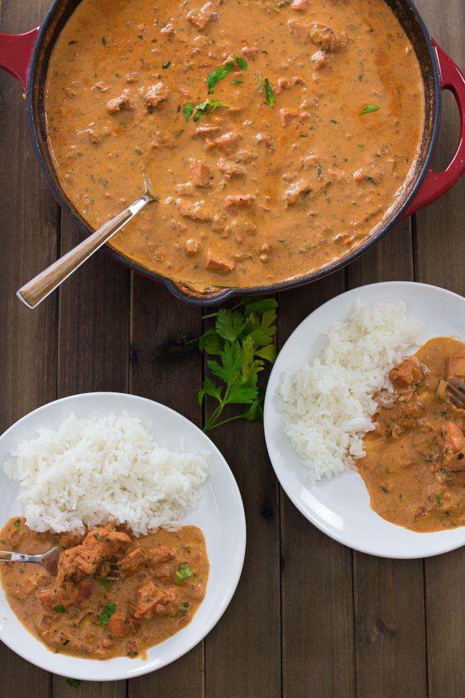 Eu sou completamente apaixonada por chicken masala. Este prato de origem indiana é parecido com o strogonoff, mas com um pouco mais de caldo e cheio de especiarias. O frango é marinado no iogurte, deixando a carne muito mais macia e suculenta. O segredo para ochicken masala está nos temperos. Garam masala é a base...Ver Receita »