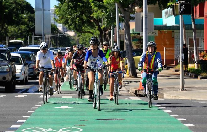 Hawaii Local Breaking News and Headlines - City looks to more protected bike lanes to deal with traffic - Hawaii News - Honolulu Star-Advertiser