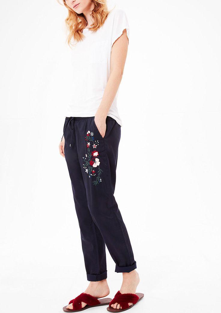 Jogging Pants mit Embroidery von s.Oliver. Entdecken Sie jetzt topaktuelle Mode für Damen, Herren und Kinder und bestellen Sie online.