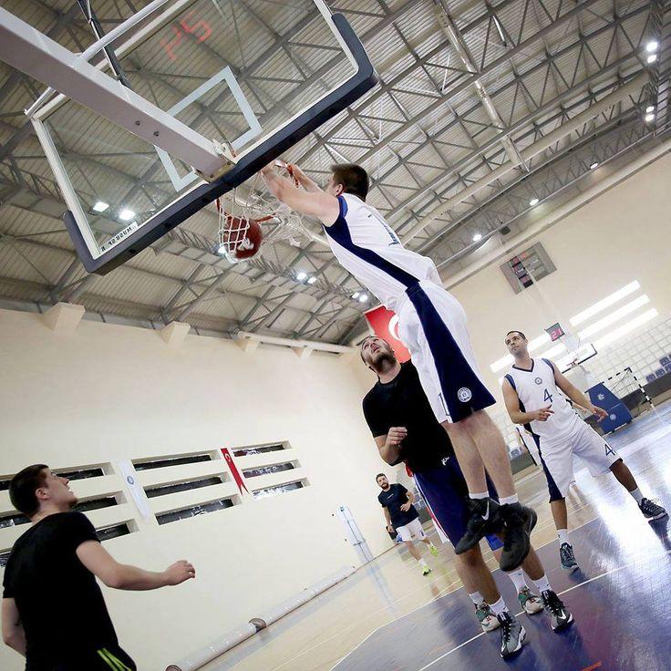 Celal Bayar Üniversitesi ile yapılan antrenmanda, hem maç hemde dostluk anlamında çok güzel görüntüler ortaya çıktı... #basketbol #cbu