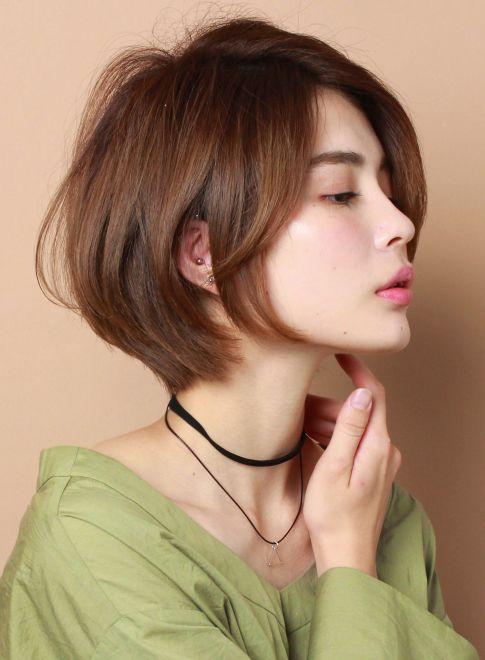 丸みのある女性らしいショートボブ(髪型ショートヘア)