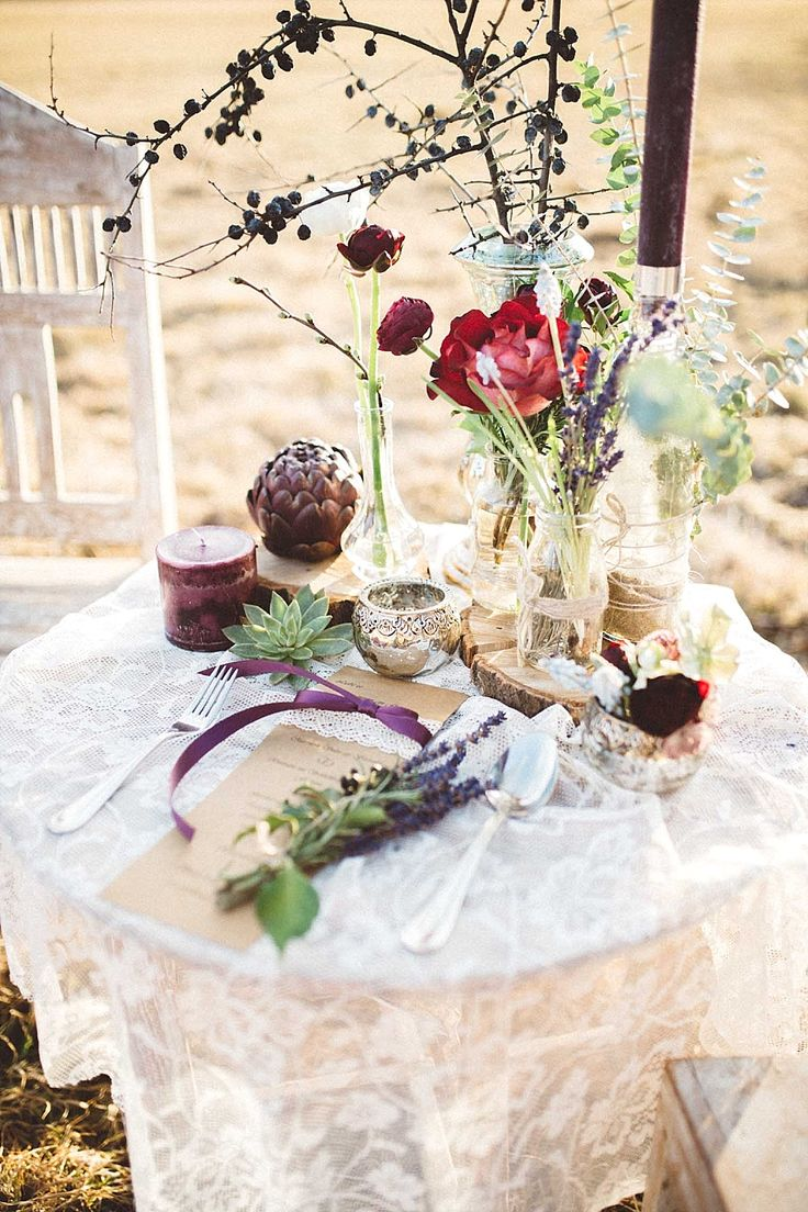 Natürliche Boho Hochzeit in rot und lila | Hochzeitsblog - The Little Wedding Corner
