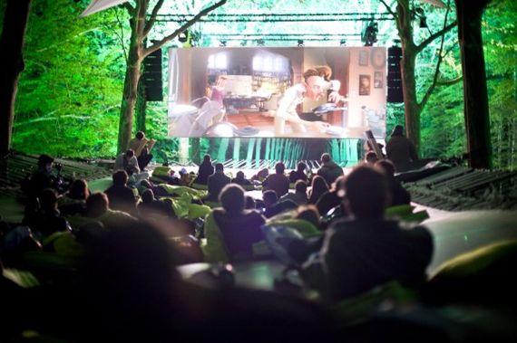 cinema-plein-air-evenement-professionnel-communication-evenementielle-cinema-exterieur-location-materiel
