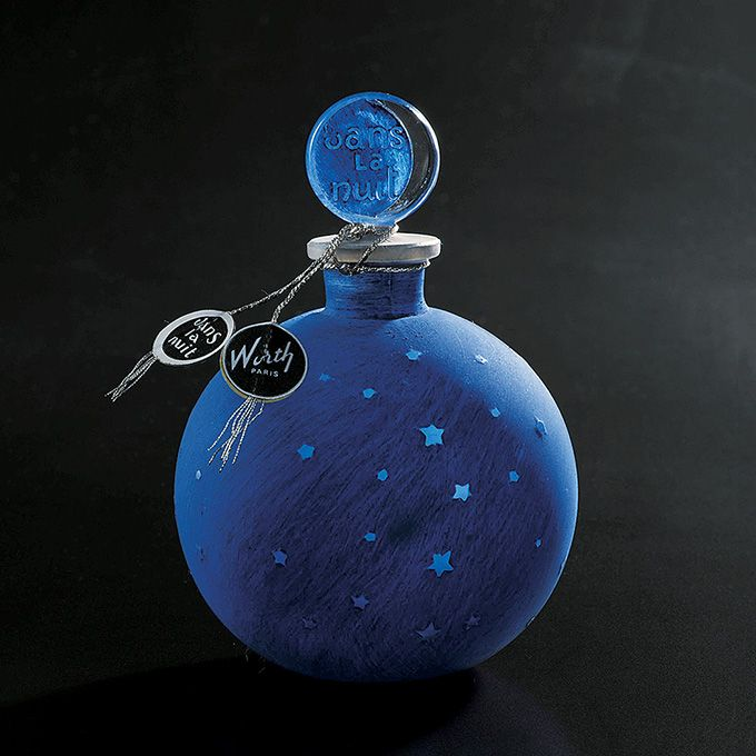 資生堂アートハウスで展覧会「香水瓶の世紀」 アール・ヌーヴォーから現代へ、約200点の香水が集結   ニュース - ファッションプレス )ウォルト社『dans la nuit(夜に)』の香水瓶、1924年以降、ルネ・ラリック作