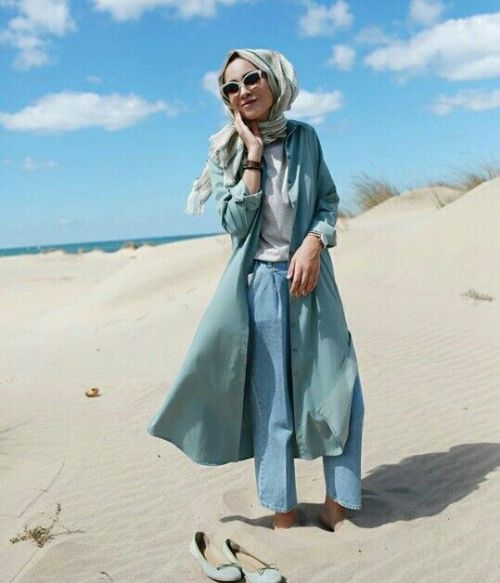 What to wear in a safari desert as a hijabi, hijab in the desert, how to wear hijab in the desert, how to wear hijab in a safari trip, safari hijabi girls, neutral hijab outfits for a safari trip, gowns and dresses for a hijabi safari trip