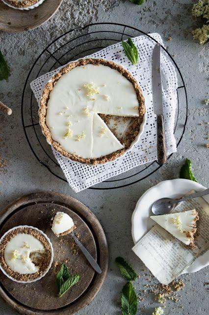 ABOUT VERENA : Holunder Tarte mit Joghurtcreme und Kokoskruste / Rustic Elderflower Tart with a Coconut Crust