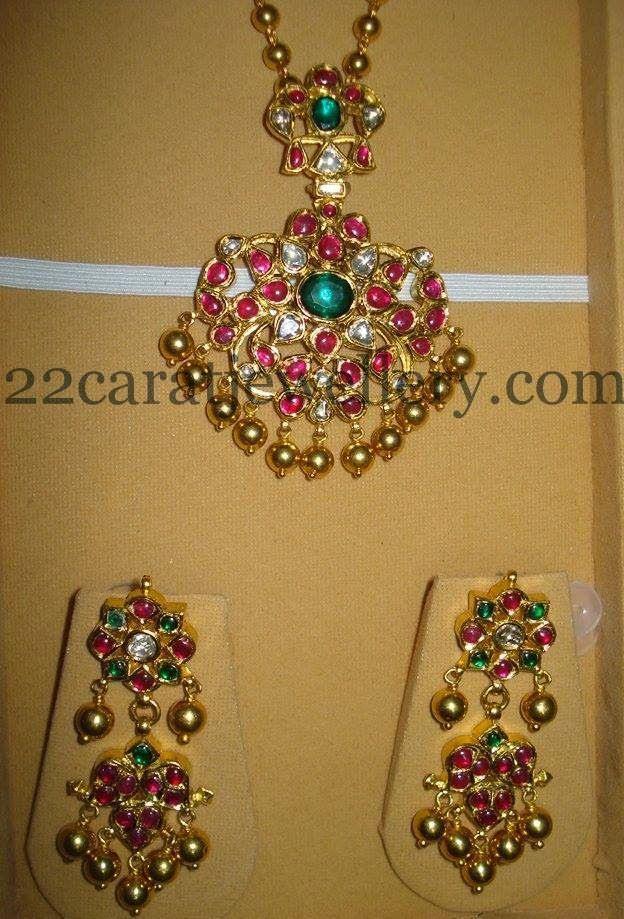 Jewellery Designs: Gemstone Temple Locket with Earrings
