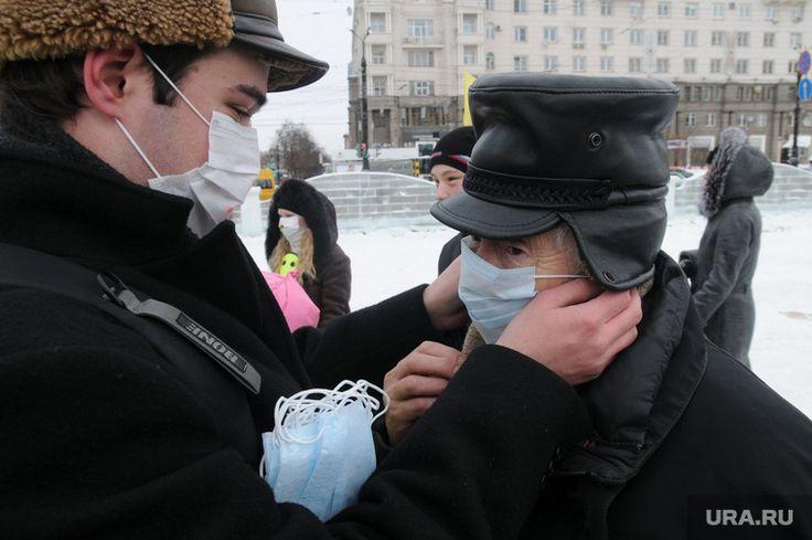 Число жертв гриппа на Ямале растет   За прошедшую неделю на Ямале в больницы обратилось почти 8,5 тысяч человек с диагнозом «ОРВИ». Рост заболеваемости продолжается. Сейчас она на 12,7% случаев больше, чем неделей раньше. Региональное управление Роспотребнадзора призывает избегать большого скопления людей, носить маски и чаще мыть руки.  Санитарные врачи отмечают, что наибольшее число заболеваний — в Пуровском районе, городах Новый Уренгой, Ноябрьск и Муравленко. Среди заболевших преобладают…