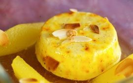 Risgrynspannacotta med saffran och glöggkokta päron