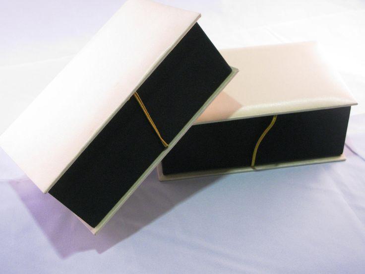 Kotak hadiah yang sesuai untuk di jadikan door gifts untuk majlis kahwin dan acara koporat.      www.giftsonlineshop.com    #malaysia #sayajual