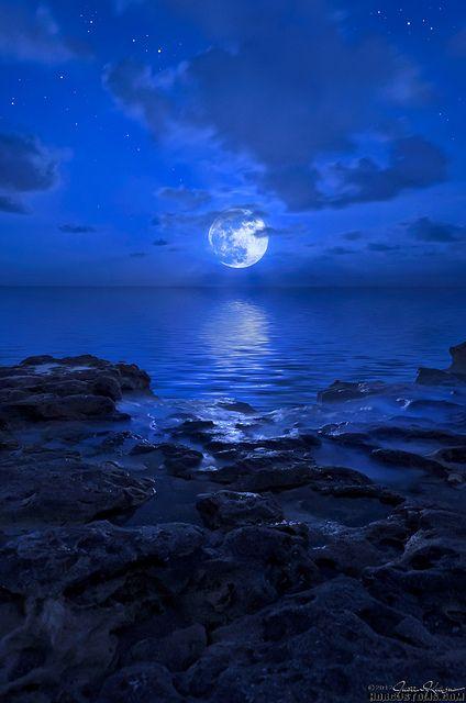 Blue Moon rising over Jupiter Beach, Florida, photo by Justin Kelefas.