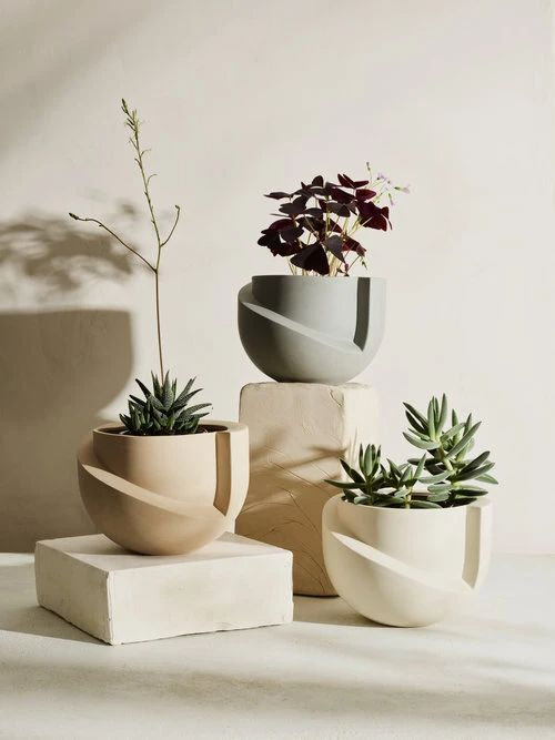 Matte ceramic tabletop planter, fits a 6 inch pot with optional drainage tray. A tabletop version of Light + Ladder's iconic VAYU floor planter. Designed with the concept of volume and void… Ceramic Pottery, Ceramic Art, Ceramic Decor, Ceramic Planters, Planter Pots, Ceramic Flower Pots, Potted Plants, Indoor Plants, Keramik Design