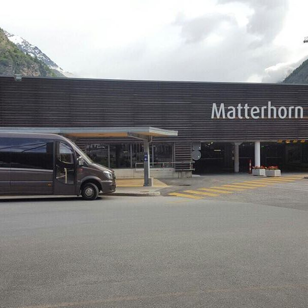 Posielame pozdravy zo Švajčiarskeho Matterhornu. Náš nový 21 miestny mikrobus sa hneď vydal na touru po Európe. #carsen #carsensk #transferservice
