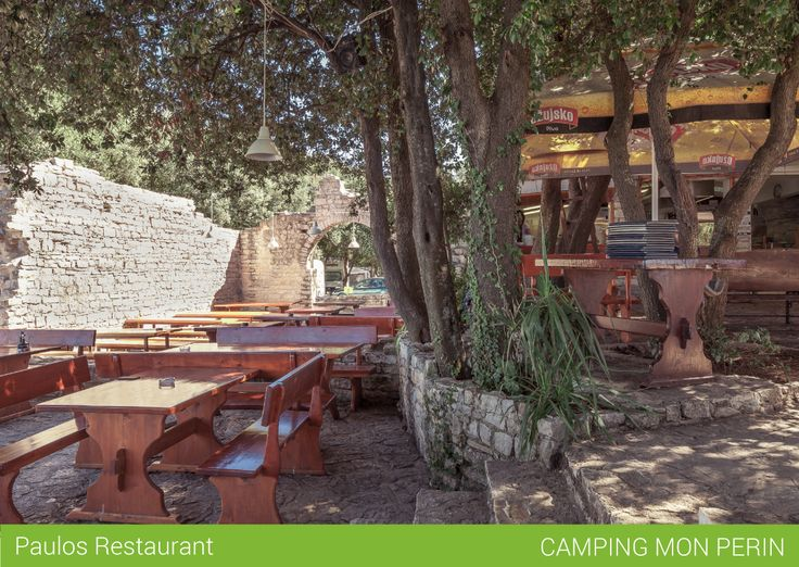 This is our Paulos, a rustic and informal restaurant (San Polo area) in Valle, Croazia. It is located just steps from the sea. Here we serve up traditional Vallese-Istrian, Italian and international dishes and also Pelinkovac, a traditional liqueur served with a slice of lemon. The restaurant is open every day from 8:00am to 10:00 pm.