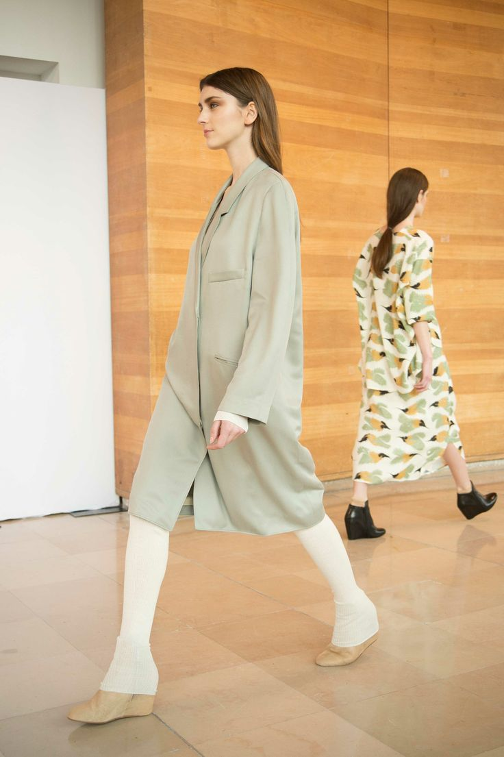 25. Dress coat in silk twill / Second-skin and leggings in merino wool / Boots in calf leather