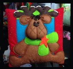 Cojin de reno navideño con chalina