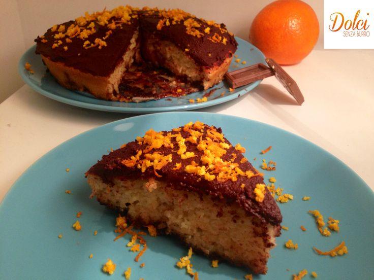La Torta Arancia e Cioccolato Senza Burro è un soffice e goloso dolce senza lattosio. Un perfetto equilibrio di sapori che vi conquisterà con leggerezza!