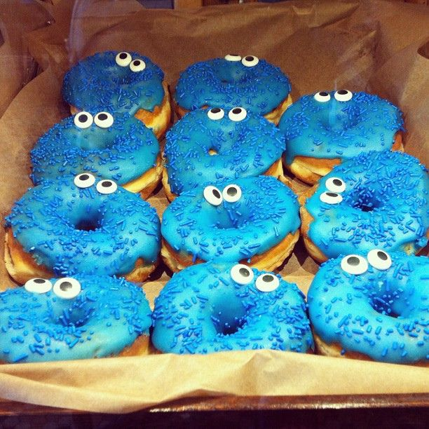 Cookie monster donuts. | Flickr - Photo Sharing!   Decorate your donuts to look like  cookie monster