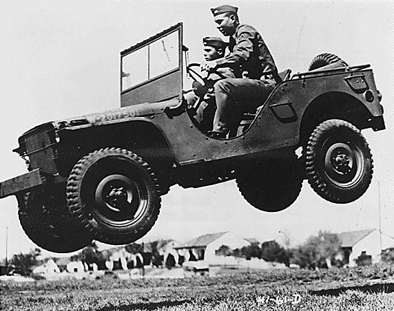 """Das ist das Auto, dass einer ganzen Fahrzeuggattung ihren Namen gab. Der Ford GP - was cool ausgesprochen wie Jeep klingt. Später wurde der GP auch von Willys Overland gebaut und folgerichtig """"Jeep"""" genannt. Willys firmierte später in Jeep um und wurde Teil des Chrysler Konzerns."""
