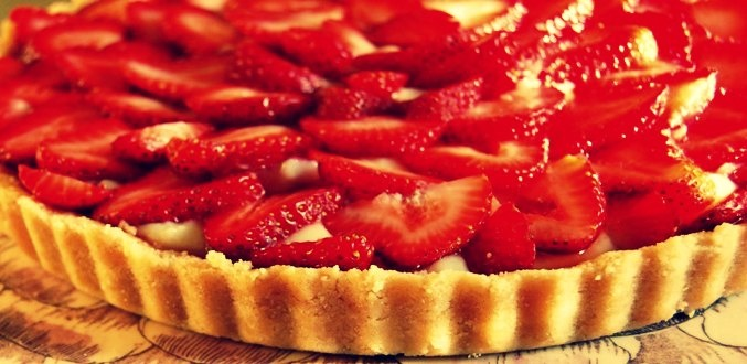 Strawberry Tart? The perfect family treat.  www.pinchofsalt.net/courses/desserts/strawberry-almond-cream-tart/