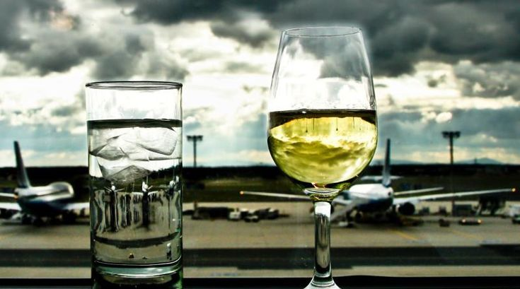 If you're intent on boozing it up while you're sky high, here's a pretty good rundown on who does (and doesn't) serve alcohol on flights these days.