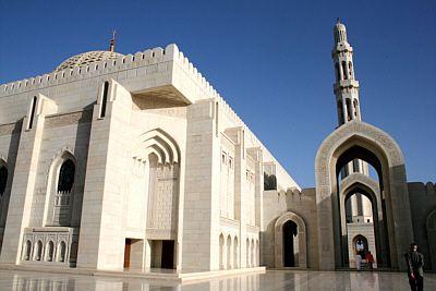 Grand Mosque (Oman; Maskat): Sultan Qaboos stiftete sie nach 6 1/2 Jahren Bauzeit aus Anlass des 30. Jahrestages seiner Thronbesteigung seinem Volk.