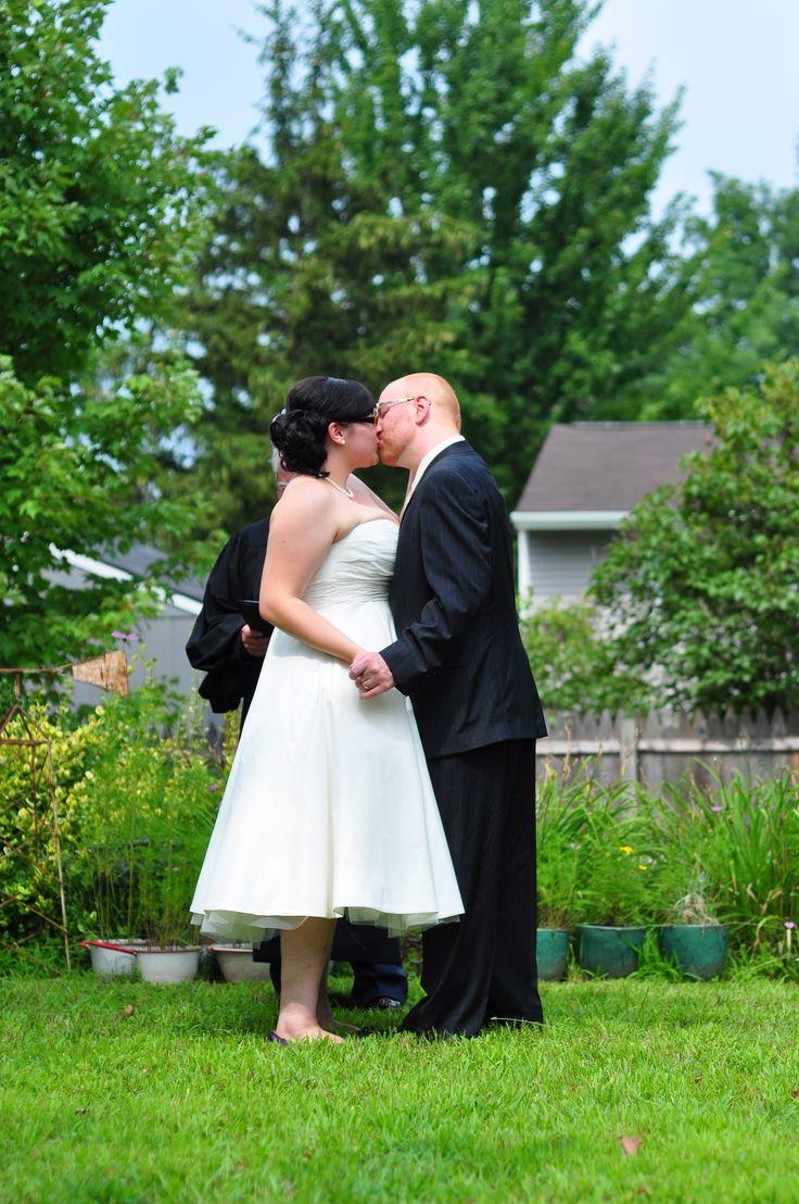 Diy backyard wedding it s surprisingly easy to throw a wedding