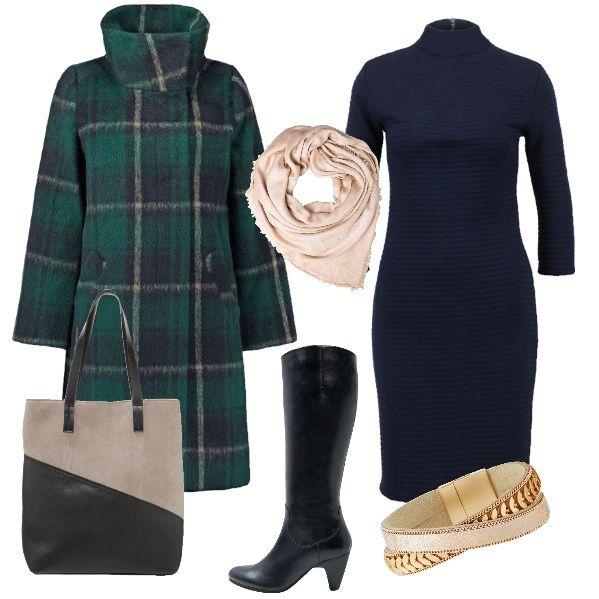 636eac2f3b Un semplice abito blu abbinato ad un leggero foulard beige. Il caldo  cappotto scozzese sui toni verde e blu ha il collo alto, Indossiam… |  Outfit donna in ...