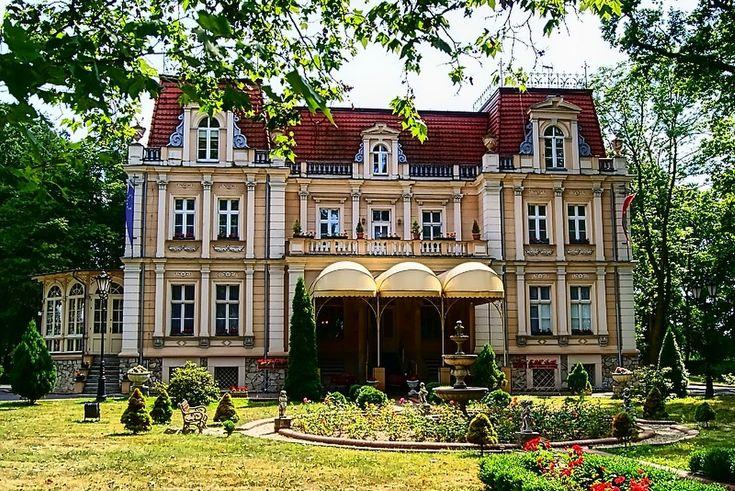 Pałac w Niewodnikach przykład architektury rezydencjonalnej