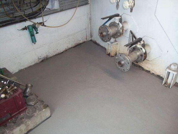 Material epoxidic bicomponent pentru reconstructia si refacerea lucrarilor din beton si piatra. Acest material neporos de inalta performanta ofera protectie excelenta impotriva efectelor abraziunii, impactului, vibratiilor si atacului chimic.