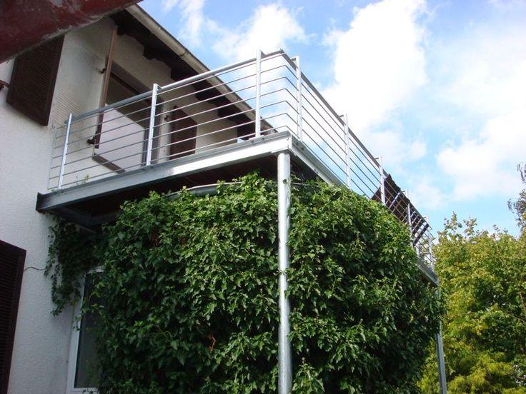Balkon mit Bangkiraiboden, Geländer mit waagerechten Stäben