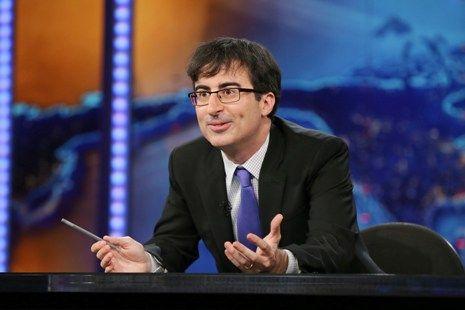 "John Oliver (""The Daily Show"") will return to ""Community"" Season 5 as psychology professor Ian Duncan."