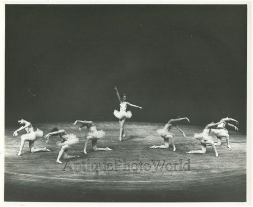 Young-ballerinas-vintage-ballet-dancing-photo