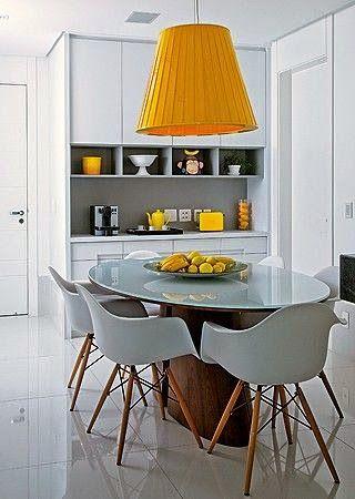 mesa de jantar oval moderna com fruteira como centro